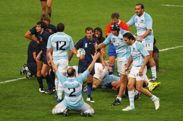 SAINT-DENIS, FRANCE - SEPTEMBER 07: Argentine players celebrate victory after the opening match of the Rugby World Cup 2007 between France and Argentina at the Stade de France on September 7, 2007 in Saint-Denis, France. (Photo by Stu Forster/Getty Images)